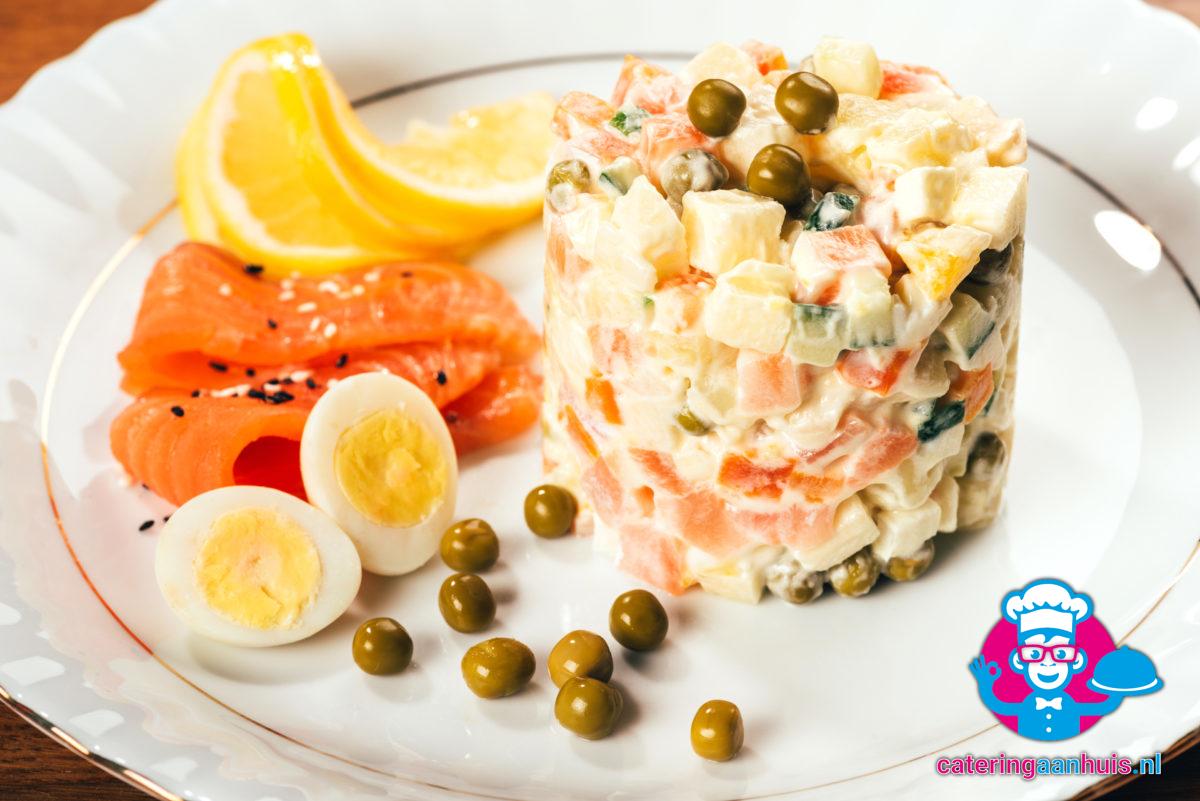 Zalm saladeschotel garnering - Catering aan huis