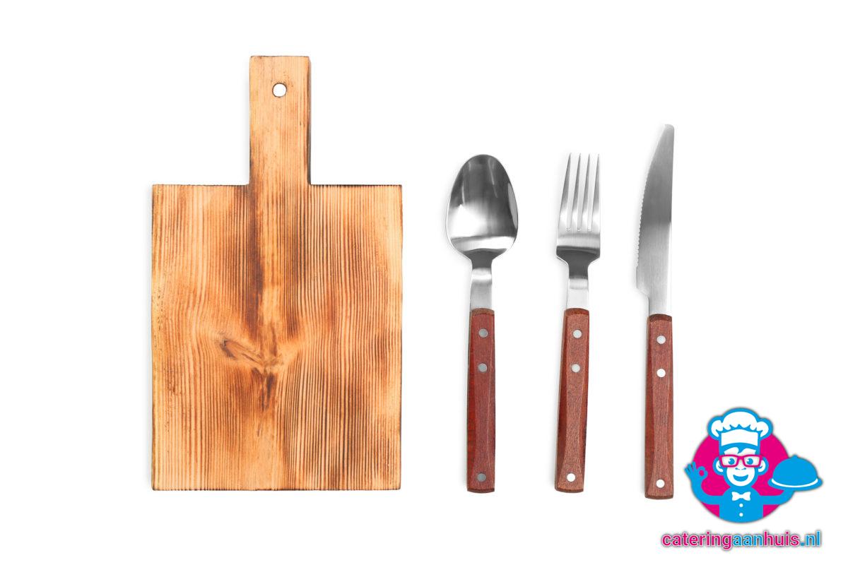 houtenplank steakmes vork lepel verhuur - cateirng aan huis